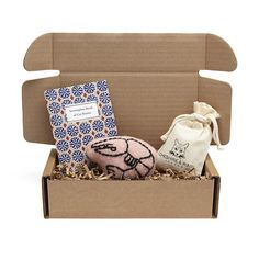 Gorgeous cat gift box by Cheshire & Wain - perfect for pampered pussies #cats #cat #christmas #gifts #pets