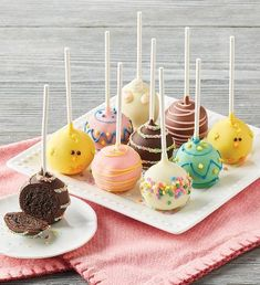 Celebrate Easter with baked treats like these adorable Easter cake pops! Dipped in Belgian chocolate and decorated like Easter eggs, chicks, and bunnies, they're the perfect sweet addition to any Easter celebration. Easter Deserts, Easter Snacks, Easter Brunch, Easter Treats, Easter Recipes, Easter Food, Easter Baking Ideas, Cute Easter Desserts, Easter Eggs