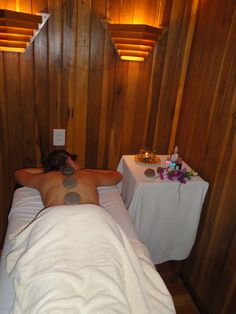 Hot Stones Massages Masajes con Piedras Calientes