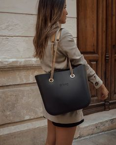 Designer Handbags and Discount Shopping – Bags Online Shop Look Fashion, Fashion Bags, Autumn Fashion, Womens Fashion, Office Bags For Women, O Bag Mini, Expensive Gifts, Bags Online Shopping, Cute Handbags