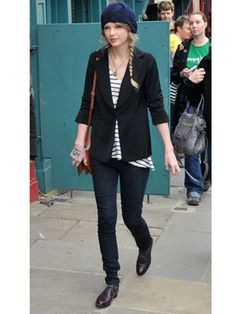 Really loving this outfit. I think it looks fabulous on Taylor, and the blue hat just completes the ensemble