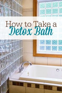 Want to know the easiest way to detox your body? Take a detox bath! Here& how to take a remineralizing detox bath at home with salt and clay. Detox Bad, Salt Detox, Heavy Metal Detox, Natural Acne Remedies, Natural Cures, Detox Your Body, Vitamin D, Natural Living, Homemaking