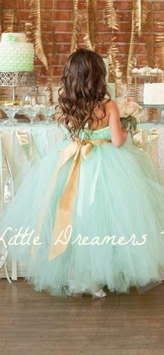 Turquoise flower girl dress. Just this entire set up looks so stunning! I never thought I would like this color, but I must admit... I am falling in LOVE with it ♥