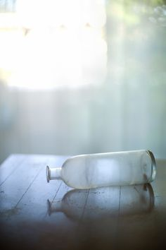 use round table with glass for reflection Still Life Photography, Color Photography, Old Bottles, Message In A Bottle, Light And Shadow, Simply Beautiful, Shades Of Blue, Color Inspiration, In This World