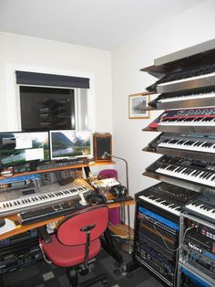 I'm wondering if anybody could be so kind to give me any directions where to start and what to do concerning my home studio. Home Studio Setup, Studio Build, Dream Studio, Studio Ideas, Music Den, Dj Music, Music Studios, Art Studios, Synthesizer Music