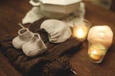Chaussons et bonnet naissance - Phildar - Automne-hiver 2017/18, n°147. Crochet, Creations, Knits, Fall Winter, Crochet Crop Top, Chrochet, Knitting, Haken, Quilts