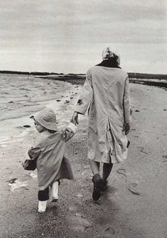 Jackie & Caroline Kennedy (By Alfred Eisenstaedt)