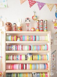 I didnt set out to collect washi / decorative paper tape but I believe I now have at least 30 different rolls. :) Only mine arent displayed in such a pretty way. Washi Tape Storage, Ribbon Storage, Craft Room Storage, Craft Organization, Masking Tape, Washi Tapes, Ideas Para Organizar, Decorative Tape, Paper Tape