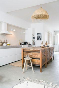 White kitchen with vintage wooden kitchen island Wooden Kitchen, Kitchen Dining, Kitchen Decor, Kitchen Island, Kitchen Furniture, Kitchen Interior, Functional Kitchen, Minimalist Kitchen, Beautiful Interiors
