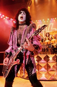 Paul Stanley ~ Sure Know Something! Kiss Images, Kiss Pictures, Kiss Without Makeup, Kiss World, Kiss Members, Vinnie Vincent, Eric Bana, Vintage Kiss, Best Rock Bands