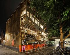 stéphane malka wraps blank wall with nomadic bow-house in dutch plaza