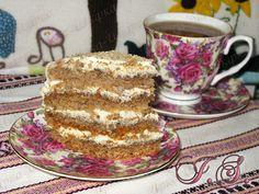 Пляцок медово-горіховий зі сметанковим кремом та чорносливом My Recipes, Recipies, Hungarian Cake, Traditional Cakes, Tiramisu, French Toast, Sweets, Baking, Breakfast