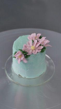 Cake Decorating Frosting, Cake Decorating Designs, Creative Cake Decorating, Cake Decorating Videos, Cake Decorating Techniques, Creative Cakes, Beautiful Cake Designs, Beautiful Cakes, Amazing Cakes