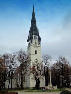 Spisska Nova Ves Slovaquie L'église dédiée a la Vierge Marie date du XIIIe siècle et possède le clocher le plus haut de Slovaquie.