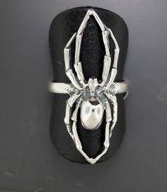 Anillo de araña en plata de ley de LeDragonArgente en Etsy https://www.etsy.com/es/listing/164305045/anillo-de-arana-en-plata-de-ley