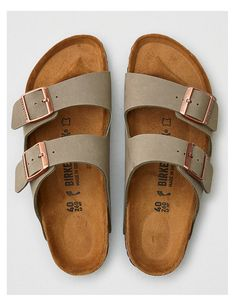 Birkenstock Women's Arizona Sandal - Sandals Birkenstock Outfit, Birkenstock Arizona, Birkenstock Colors, Cute Shoes, Women's Shoes, Me Too Shoes, Strappy Shoes, Shoes Sneakers, Outfits