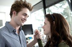 Robert Pattinson se ha convertido en uno de los hombres más sexys del mundo ¿con cuál de sus actuaciones te quedas?