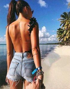 Small tattoos, cool tattoos, tattoos for women small, tatoo, piercing Tattoo Girls, Tattoo Back Girl, Ladies Back Tattoo, Tattoo On Back, Ladies Tattoos, Couple Tattoos, Elbow Tattoos, Sexy Tattoos, Body Art Tattoos