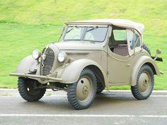 Type 95 Kurogane Retro Cars, Vintage Cars, Antique Cars, Japanese Cars, Vintage Japanese, Pedal Cars, Cute Cars, Four Wheel Drive, Military Vehicles