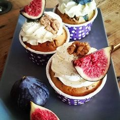 Cupcakes figues, chèvre et noix Cupcakes, Camembert Cheese, Plum, Muffin, Veggies, Pudding, Fruit, Breakfast, Desserts