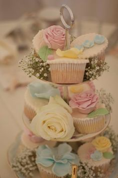 i love the babys breath under the cupcakes