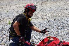 Casco EOM, Guantes Rope de Ringers Gloves, Arnés Petzl brindandoseguridad a los Profesionales de Protección Civil Nuevo León, durante curso de línea larga.  EMS Mexico | Equipando a los Profesionales