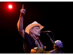 Willie Nelson at Pacific Amphitheater . PHOTO BY KEVIN SULLIVAN