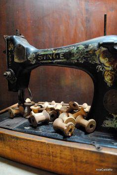 *Vintage Sewing Machine