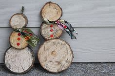 Tree trunk snow men--I think this would be cute using slices from the bottom of the fresh Christmas tree each year... The three circles would be more the same size, but still cute and over the years there could be an army of snowmen!