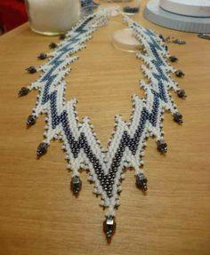Après le macramé ... les bijoux perlés : Le Mimic fine