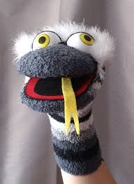 Resultado de imagen de marioneta calcetin manga Glove Puppets, Sock Puppets, Hand Puppets, Puppet Patterns, Felt Patterns, Hand Socks, Types Of Puppets, Sock Toys, Felt Dolls