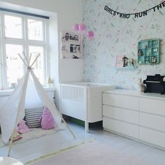 Kids room, white with teepee / tipi and Pip Studio wallpaper