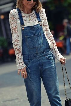 Denim overalls + lace blouse - Denim overalls + lace blouse – Source by - Jean Overall Outfits, Jeans Overall, Denim Overalls Outfit, Casual Outfits, Summer Outfits, Estilo Jeans, Denim Look, Denim Blouse, Jean Blouse