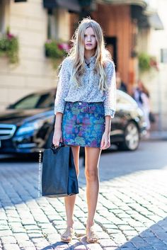 floral-on-floral // long hair, button down shirt, denim skirt, tote & neutral sandals #style #fashion #streetstyle #mixedprints
