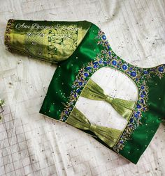 Want to get that stylish look in Saree. Take a look at these stunning and trending blouse designs photos for ultimate style. Blouse Back Neck Designs, Brocade Blouse Designs, Best Blouse Designs, Pattu Saree Blouse Designs, Hand Work Blouse Design, Stylish Blouse Design, Designer Blouse Patterns, Bridal Blouse Designs, Lehenga Blouse