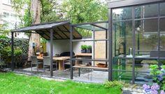 Keuken en terras  Meer interieur-inspiratie? Kijk op Walhalla.com/inspiratie