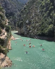 Découvrir les plus beaux endroits de Provence avec notre Guide Voyage Provence. Les villages du Luberon, les gorges du Verdon, le colorado provençal. Grand Canyon, Le Colorado, Sainte Marie, Kayak, Blog Voyage, Guide, Rafting, River, Outdoor