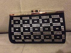 telkırma küçük çanta Weaving Patterns, Bargello, Plastic Canvas, Flask, Diy And Crafts, Tapestry, Embroidery, Beads, Crochet