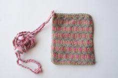 Bolsa con bordado Mazahua Color rosa con gris