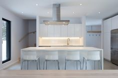 Take A Tour Of This Perfectly Minimalist Canadian Retreat - UltraLinx