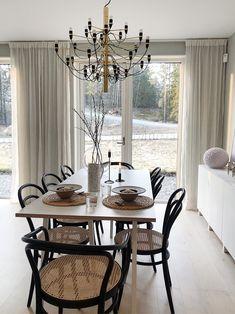 Hem & Inredning | emmamelins Apartment Renovation, Apartment Design, Dining Room Paint Colors, Dining Room Table Centerpieces, Room Interior, Interior Design, Beautiful Home Designs, Simple Interior, Dining Room Inspiration