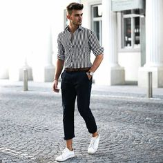 Are you also looking for effortless outfit ideas to look dashing in everyday life? These are the best and effortless outfit ideas for stylish men. Polo Shirt Outfits, Outfit Jeans, Men's Outfits, Stylish Men, Men Casual, Elegantes Outfit, Herren Outfit, Mens Clothing Styles, Apparel Clothing