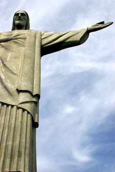 O #CristoRedentor é um dos pontos turísticos mais visitados na cidade maravilhosa do Rio de Janeiro e de todo o Brasil. Em 2007 foi eleito como uma das sete maravilhas do mundo. http://www.bestday.com.br/Rio-de-Janeiro-Brasil/ReservaHoteis/