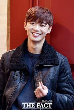 That smile 😍 Korean Celebrities, Korean Actors, Korean Idols, Korean Dramas, Celebs, New Actors, Actors & Actresses, Kill Me Heal Me, K Park