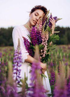 Creative Photoshoot Ideas, Creative Portraits, Rose Photography, Photography Poses, Lupine Flowers, Romantic Girl, Female Portrait, Flower Photos, Pregnancy Photos