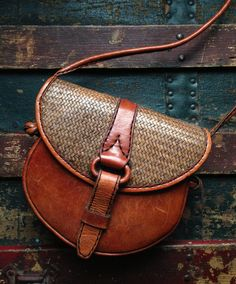Beautiful Small Vintage Leather Saddle Crossbody Handbag Love this purse! Cute Work Outfits, Tommy Ton, Chanel Cruise, California Style, Red Carpet Looks, Crazy Shoes, Red Carpet Fashion, Fashion Models, High Fashion