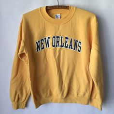 Vintage gelb New Orleans Sweatshirt Bright von DandyCollective Trendy Hoodies, Cute Sweatshirts, Sweatshirts Vintage, Winter Looks, Winter Outfits, Summer Outfits, School Outfits, Pretty Outfits, Cute Outfits