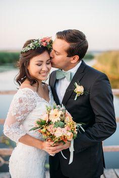 Pastellzauber am Wasser – eine Sommerhochzeitsinspiration in Mint und Aprikot am See @Romina Schischke http://www.hochzeitswahn.de/inspirationsideen/pastellzauber-am-wasser-eine-sommerhochzeitsinspiration-in-mint-und-aprikot-am-see/ #wedding #mariage #couple