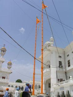 História do Sikhismo - History of Sikhism - qwe. Guru Gobind Singh, Hindus, Harmandir Sahib, Indian Eyes, Inspirational Prayers, World Religions, Amritsar, Quick Sketch, Place Of Worship