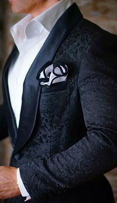 Are you all about the details? Then this S by Sebastian Dinner Jacket is for you! Check out their SS17 Dinner Jacket Collection. Be Bold #sebastiancruzcouture For first time customers use coupon code: Handmade